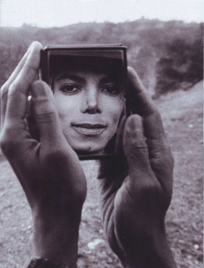man-in-the-mirror-michael-jackson-23812715-412-542